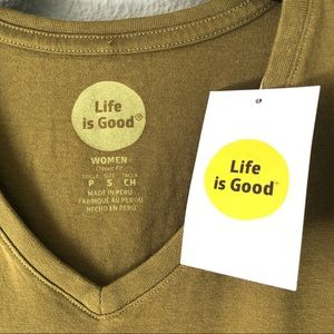 Life Is Good Tops - NWT Life Is Good Graphic Tee Classic Fit Women SzS